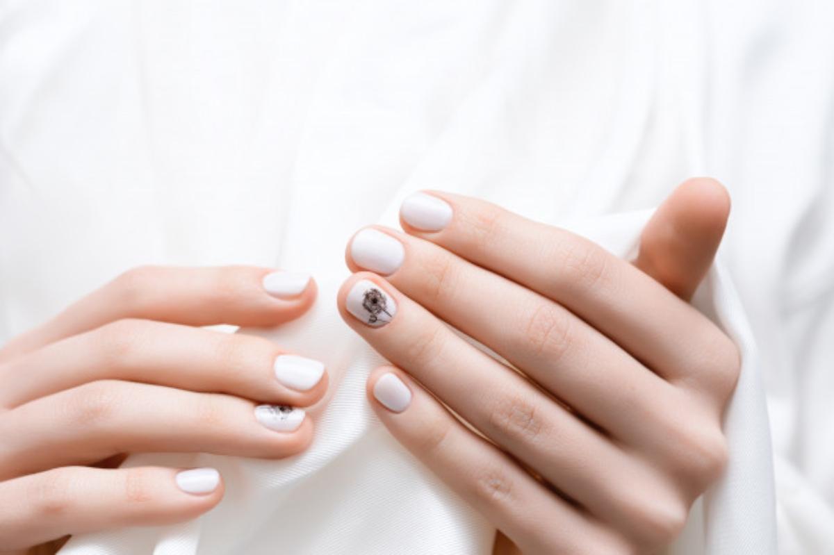 Esmalte blanco, la nueva tendencia en uñas que te hará lucir increíble