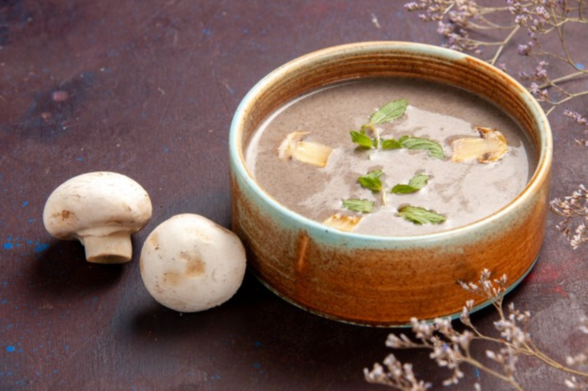 Sopa de champiñones para disfrutar en casa