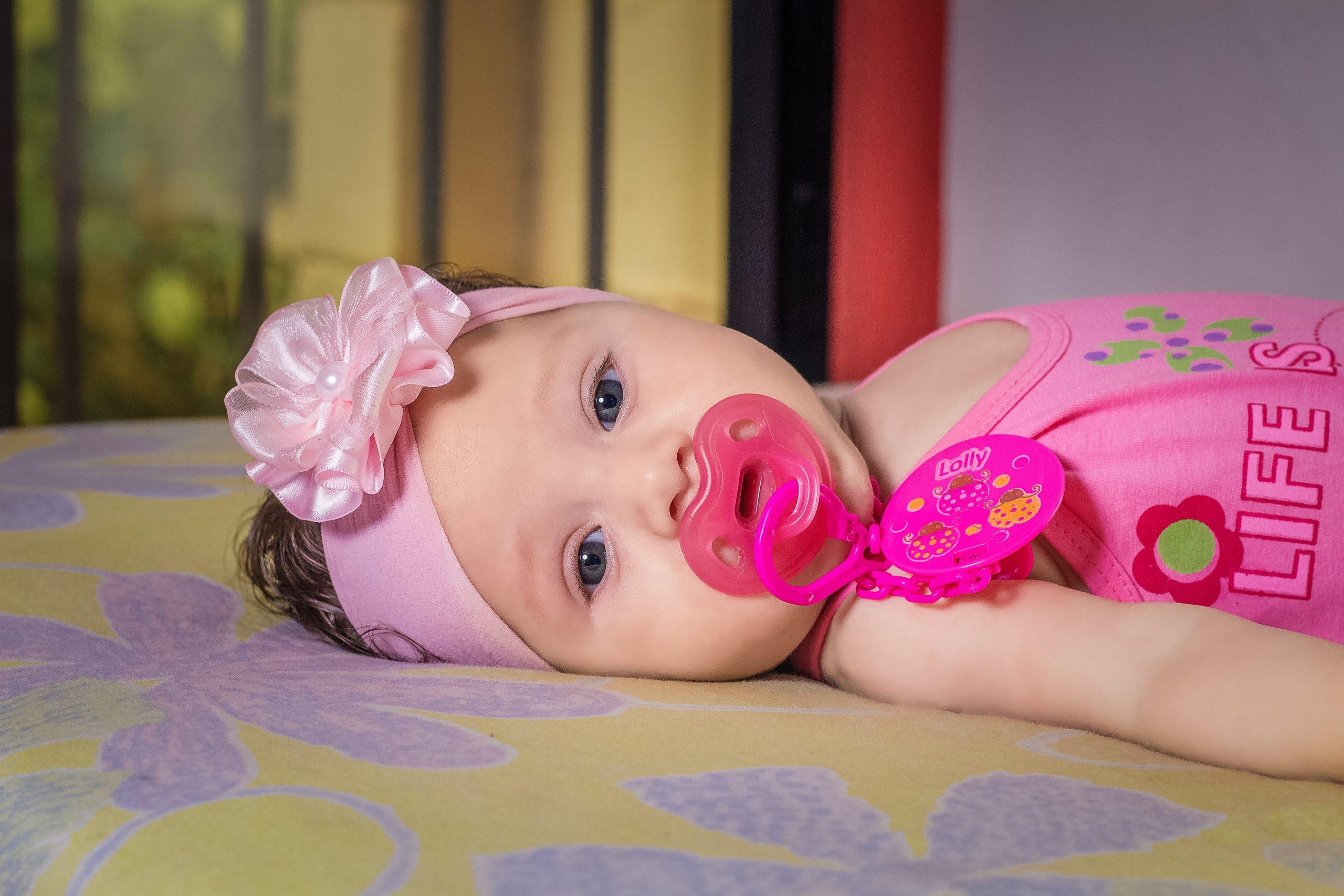 ¿Cómo saber cuál es el chupete adecuado para el bebé?