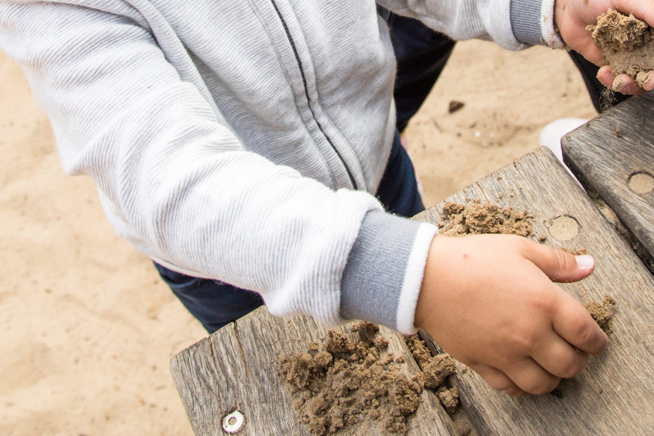 Un poco de suciedad puede no ser tan mala para los niños