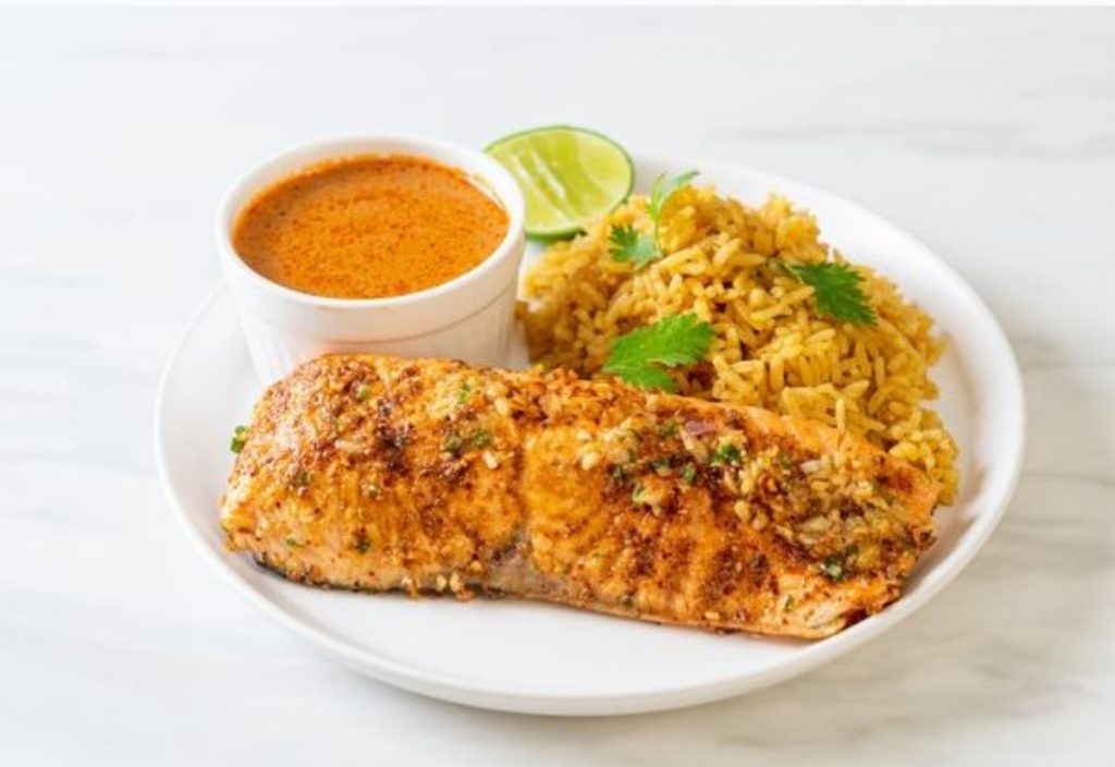 Filete de pescado con quínoa para cenar saludable