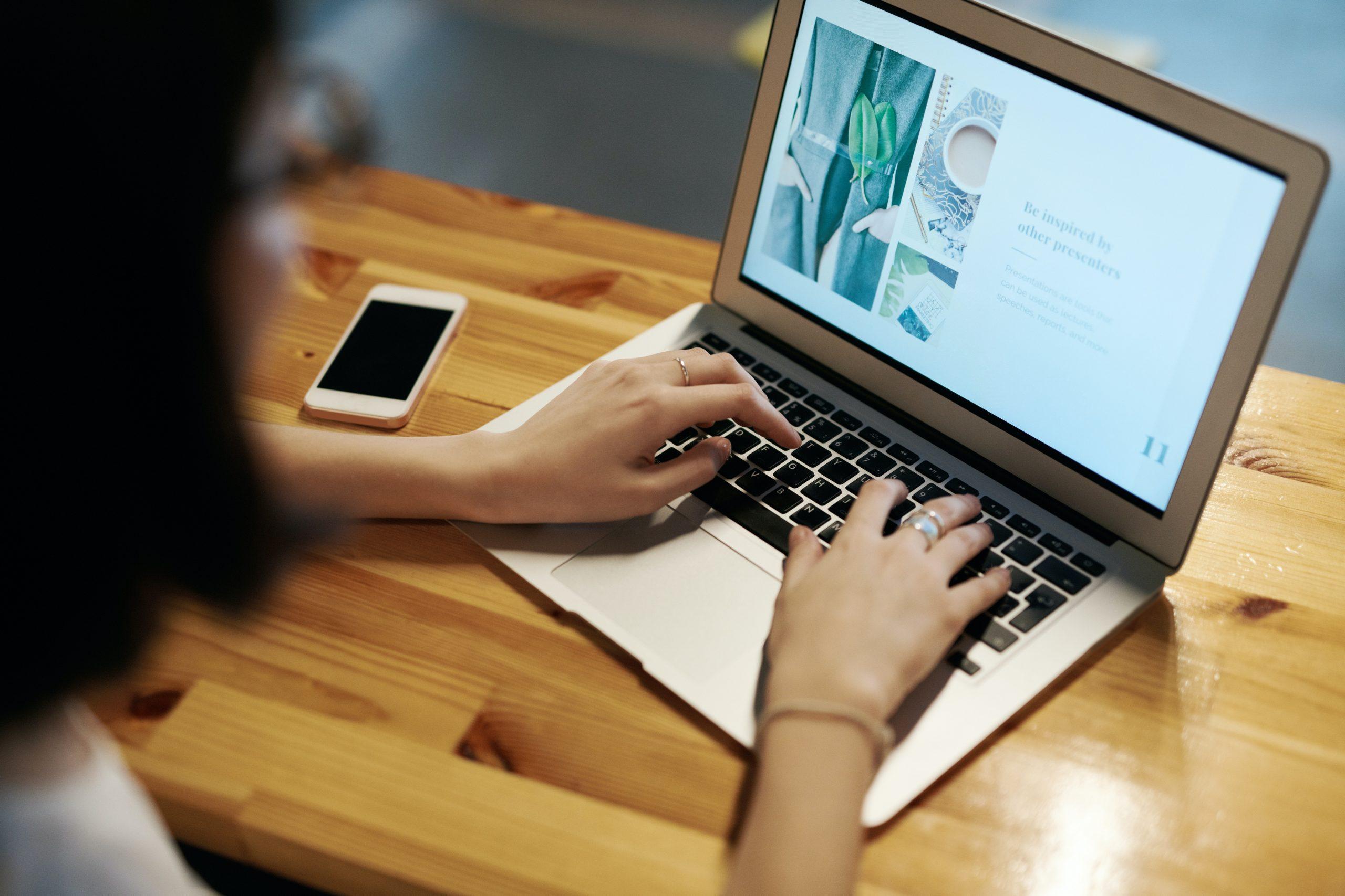 Saturados de videollamadas: ¿habría bastado con un email?