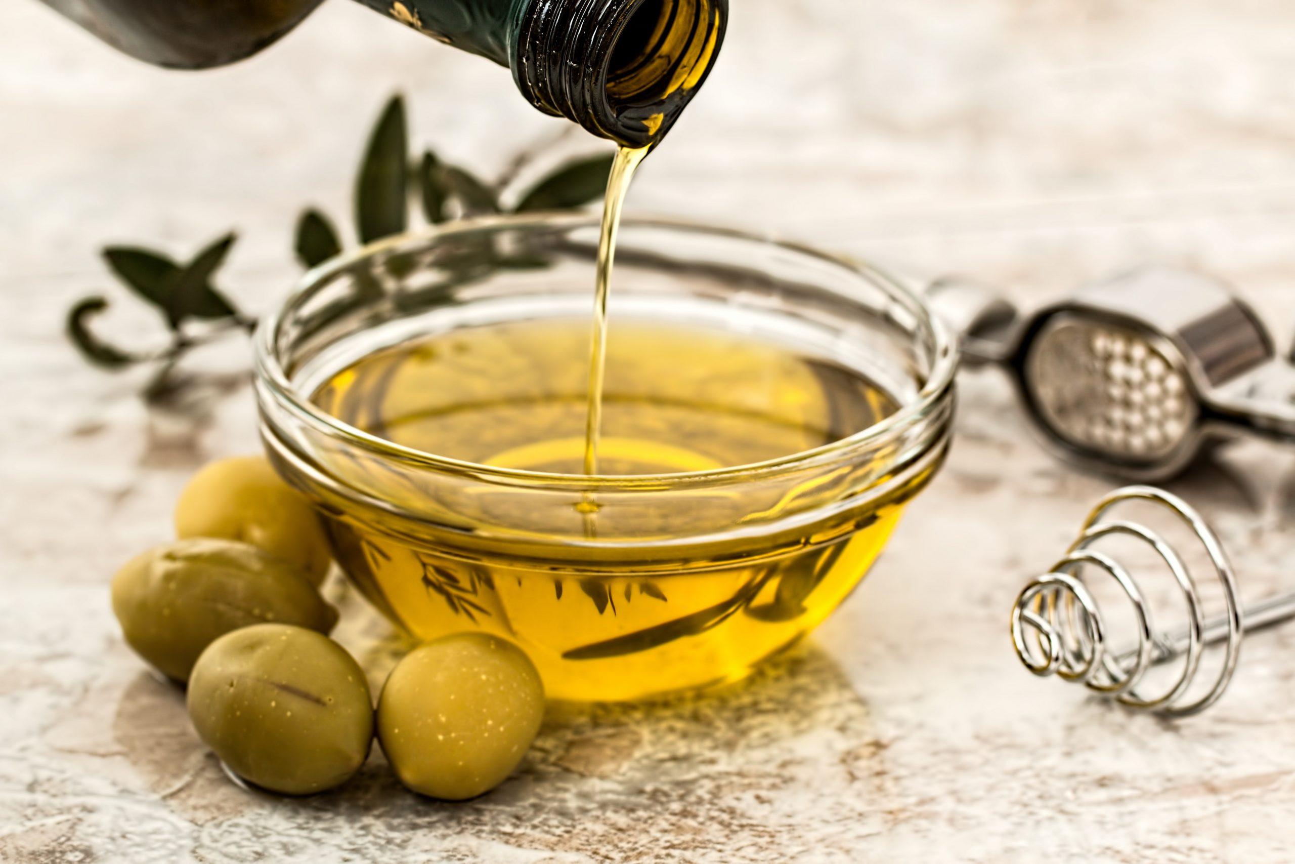 Cómo hacer crecer las pestañas con aceite de oliva, ricino y almendras
