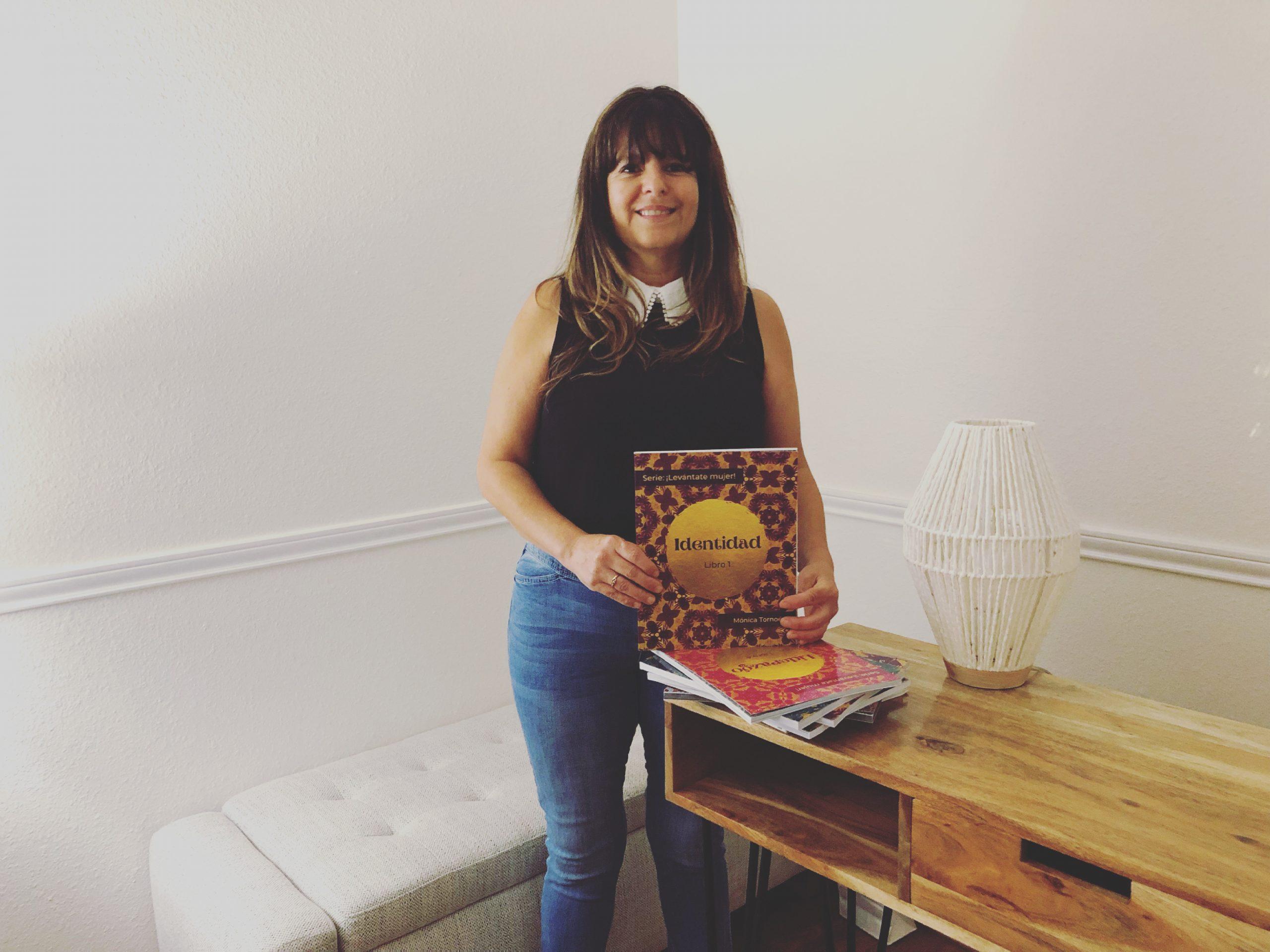 Conoce la historia de Mónica Tornoe y sus libros para ayudar a la mujer