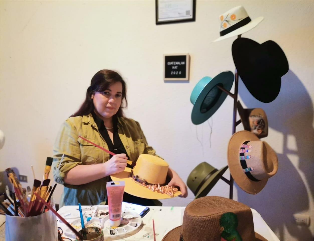 Patricia Ortega y su emprendimiento de sombreros personalizados