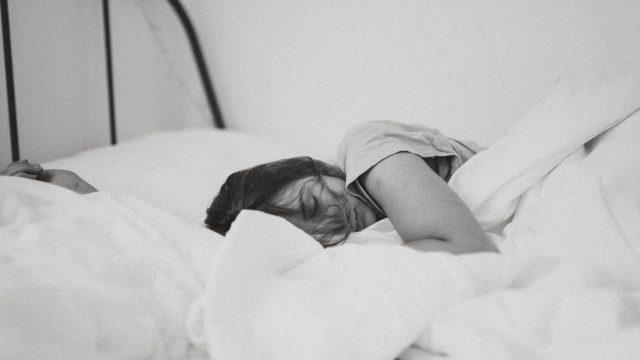 Dormir mal afecta más a las mujeres que a los hombres