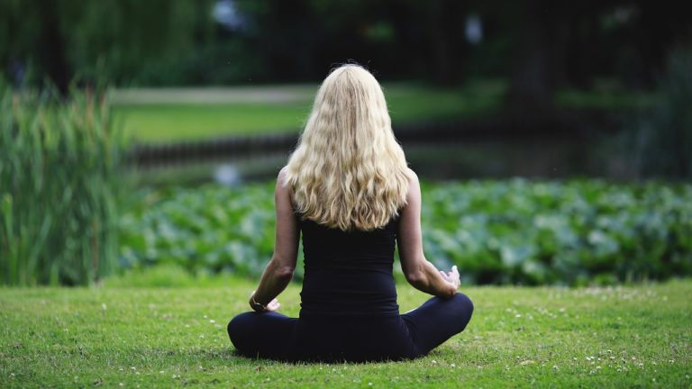 5 beneficios del mindfulness que te harán amar esta práctica ancestral