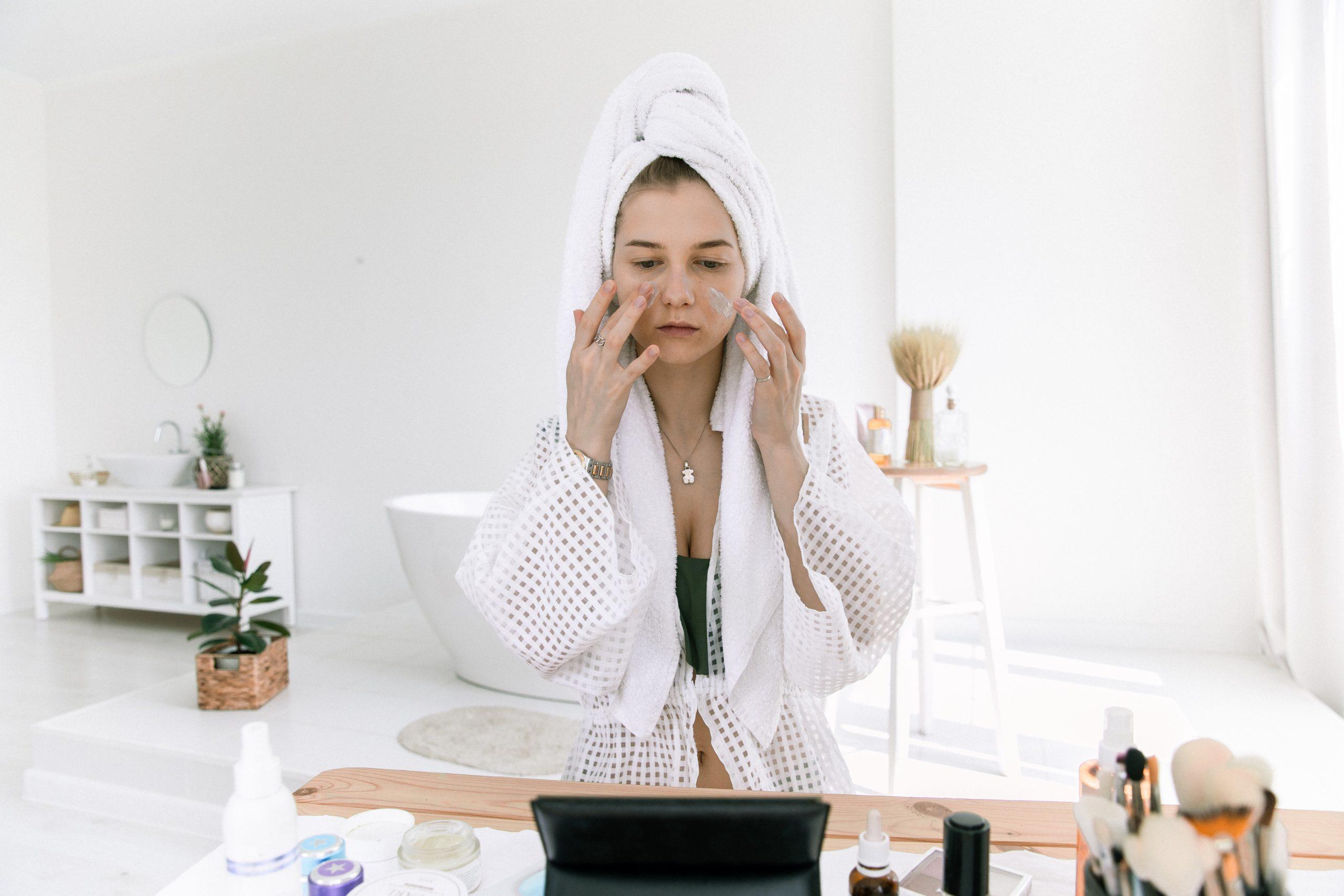 """Los """"skinfluencers"""" y los consejos para cuidar la piel en Youtube"""