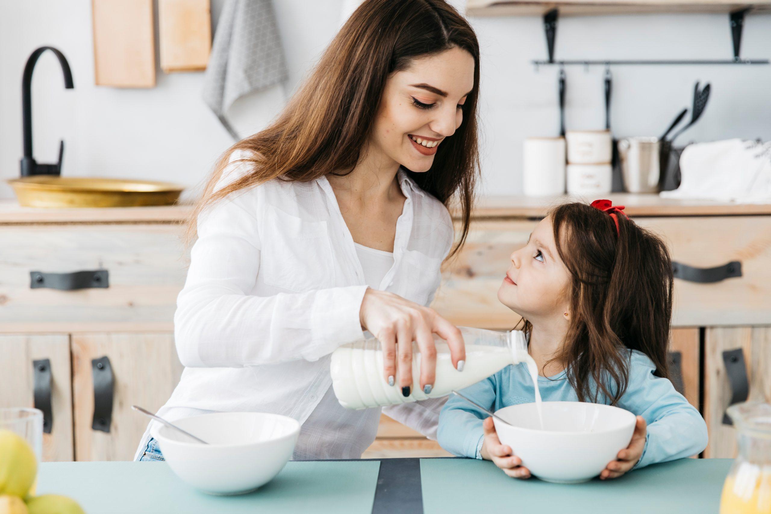 Nutrientes esenciales de la leche para niños y adolescentes