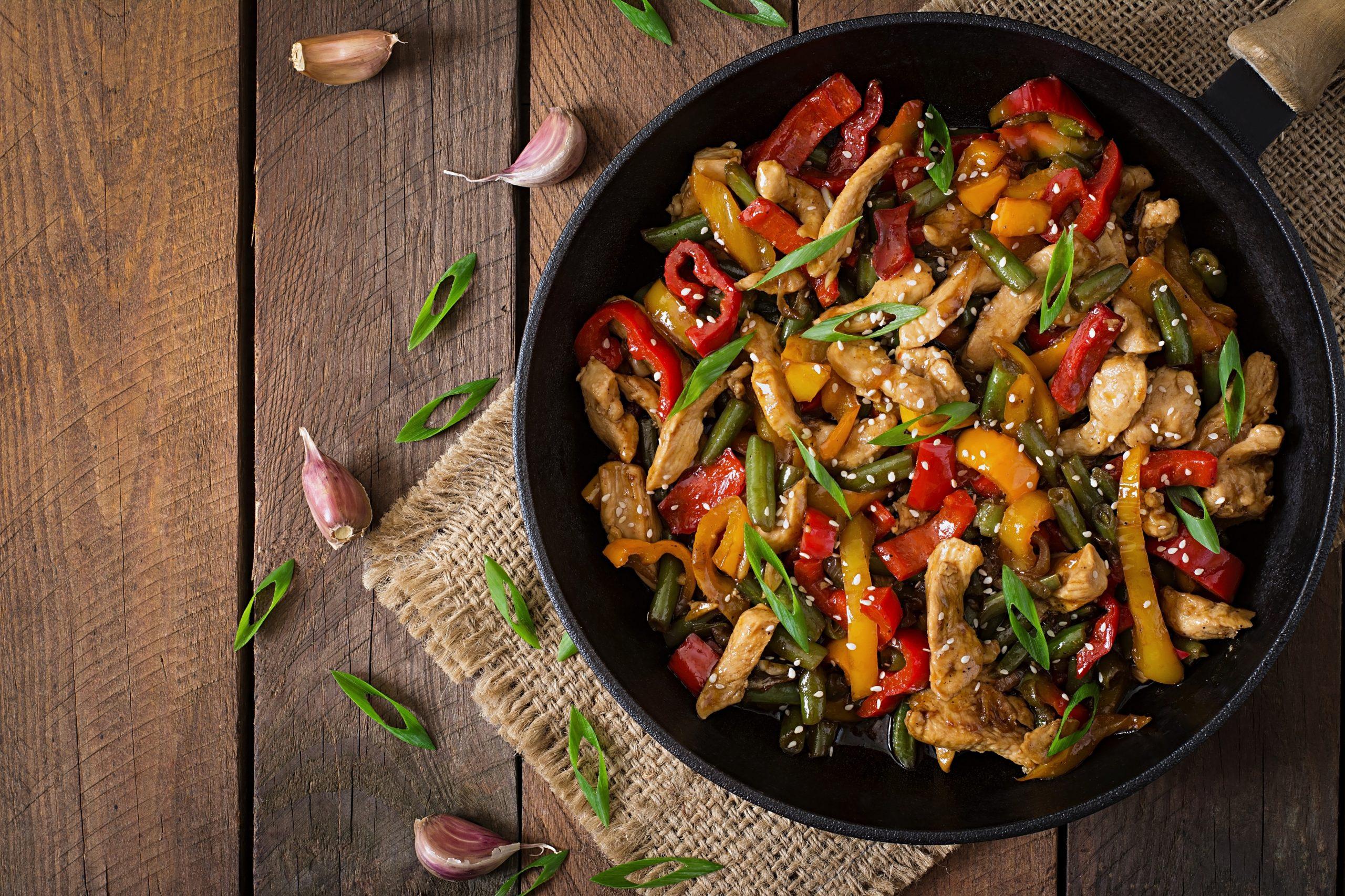 Prepara y degusta un delicioso pollo salteado con verduras