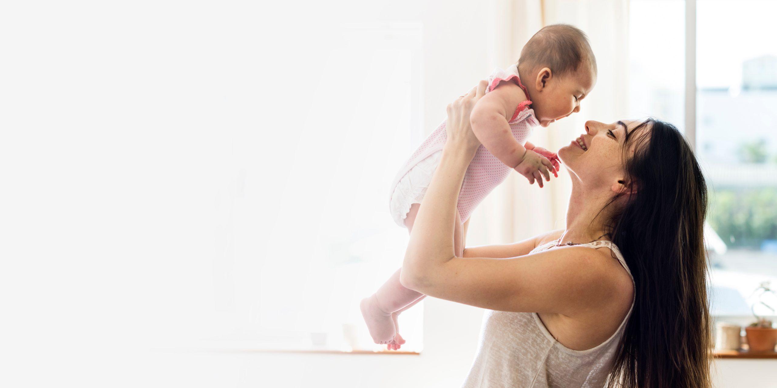 Estudio revela que abrazar a tu bebé lo hará más inteligente