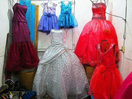 vestidos de 15 años y de novia ubicados en la terminal