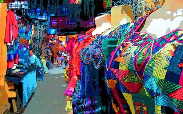 Trajes típicos de Guatemala en el mercado La Terminal