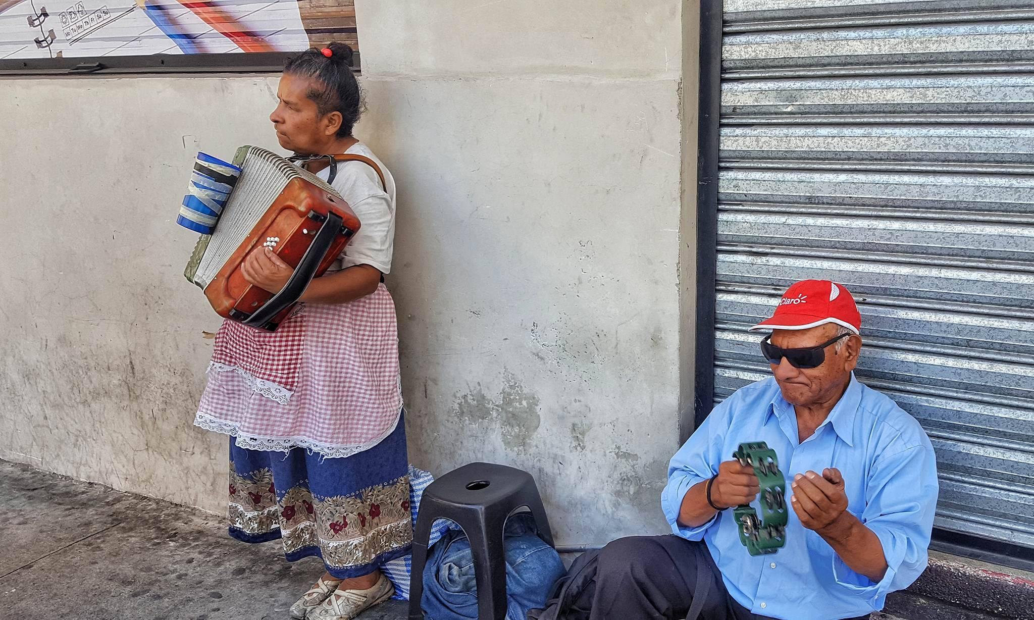 Retrato de músicos no videntes en el Centro Histórico