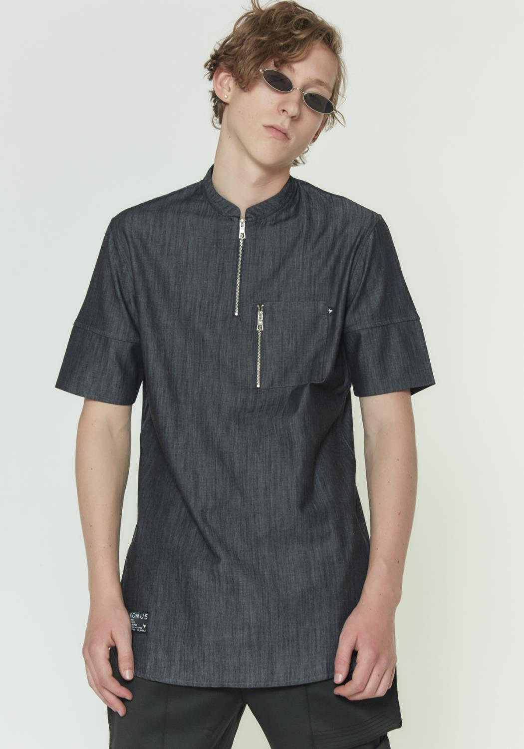 SHORT SLEEVE CHAMBRAY SHIRT WITH HALF ZIP CLOSURE