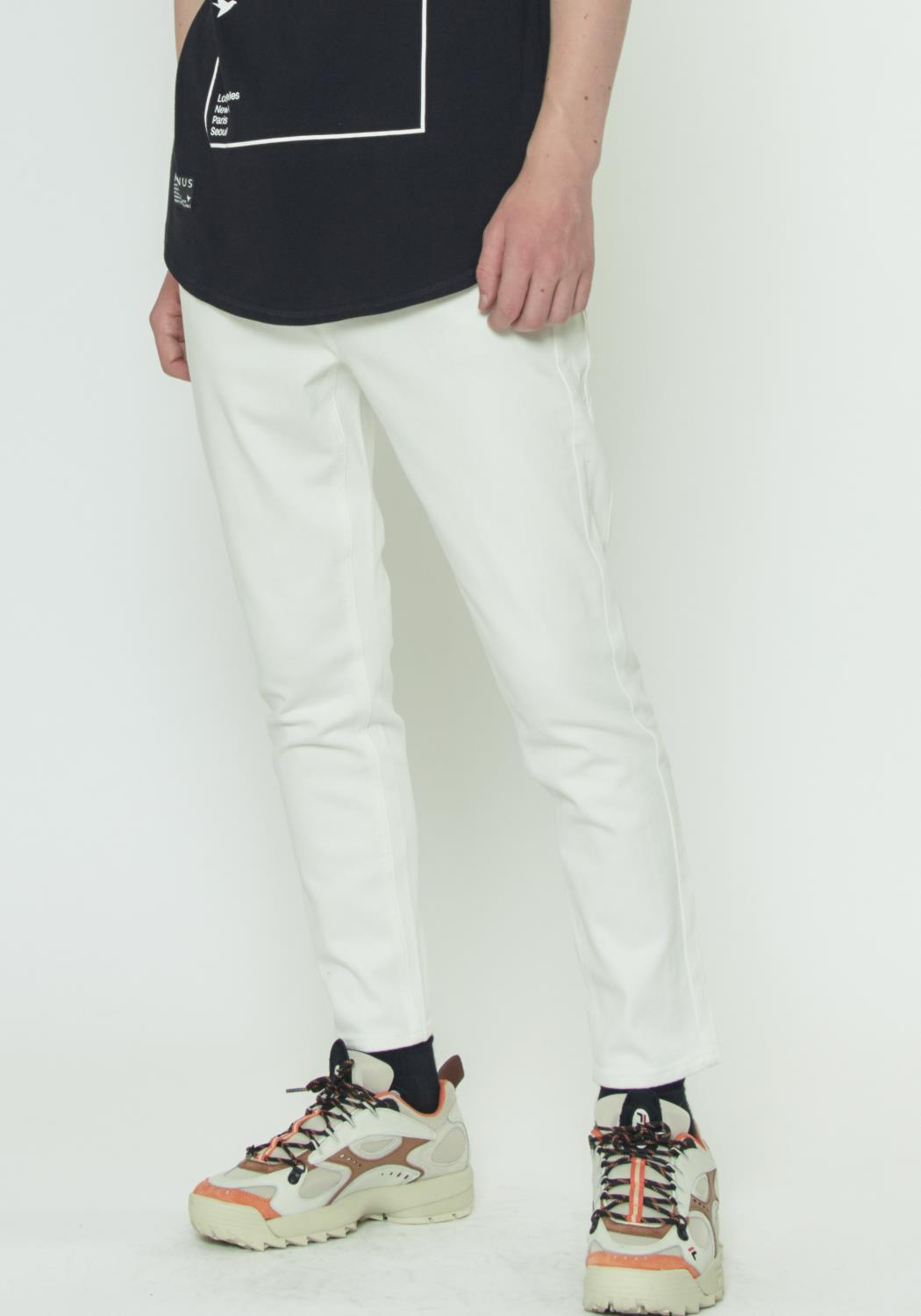CROPPED TWILL PANT WITH DART DETAIL