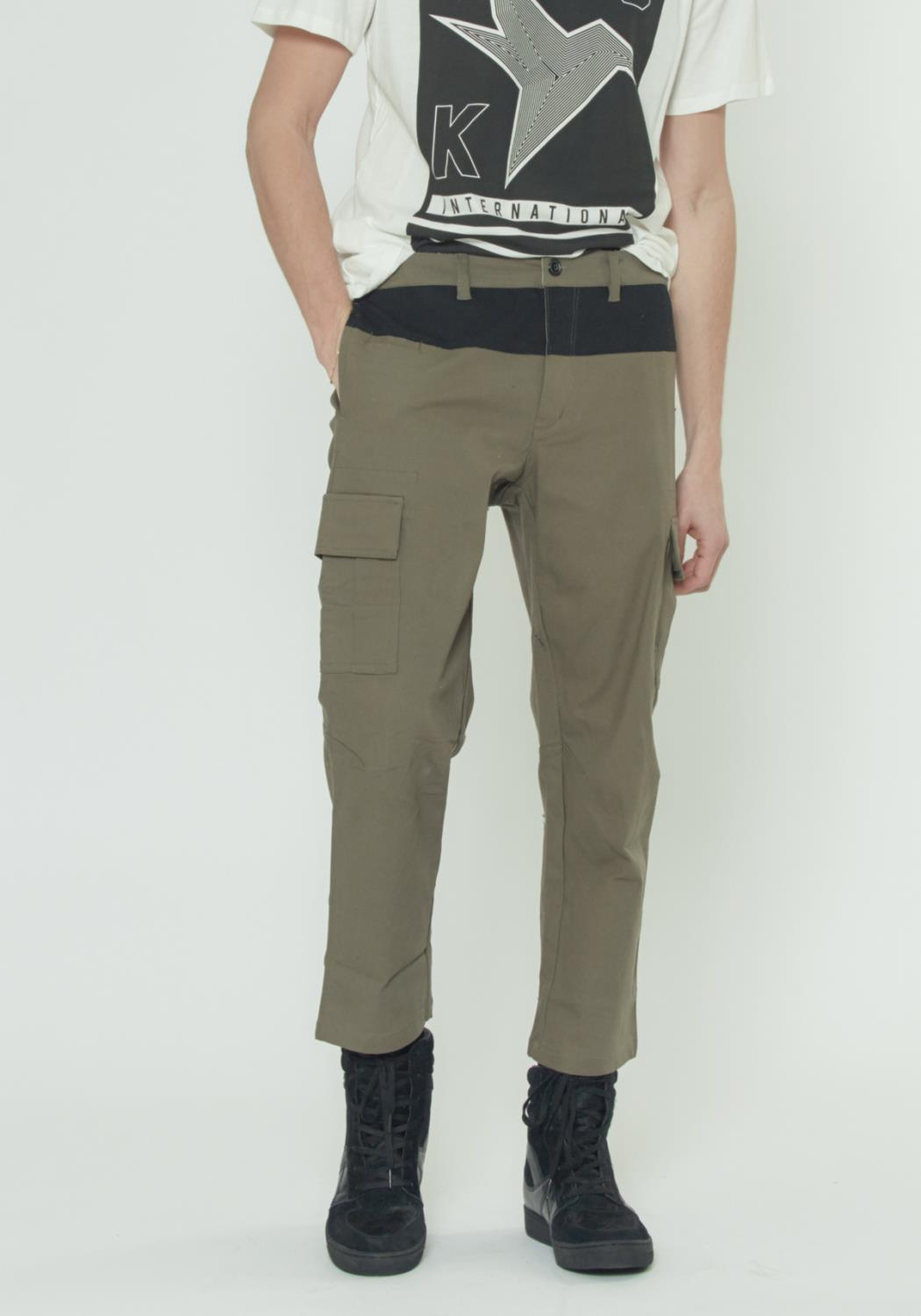 CROPPED CARGO PANTS WITH COLOR BLOCKING