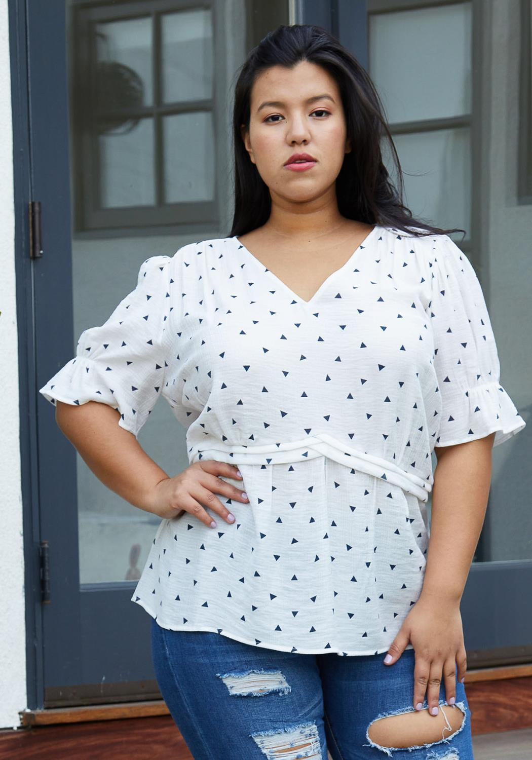 Nurode Plus Size Triangle Print Puff Sleeve V-Neck Blouse