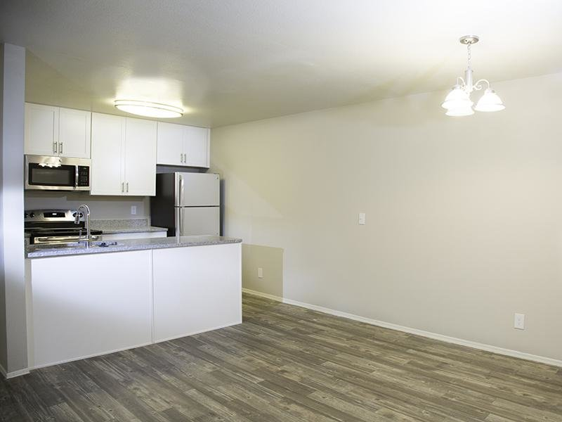Kitchen | Hunters Woods Apartments