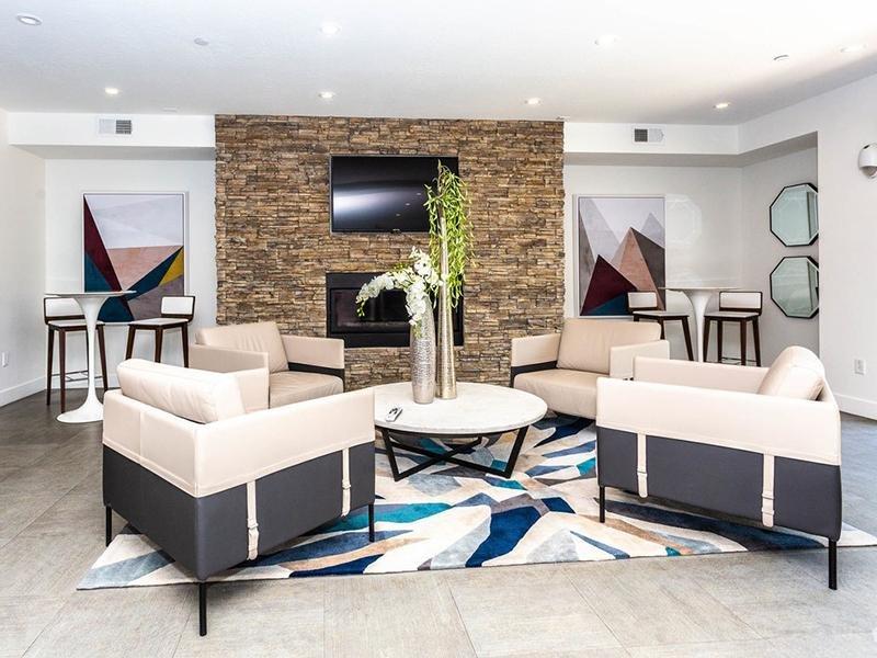 Lobby | 644 City Station Apartments