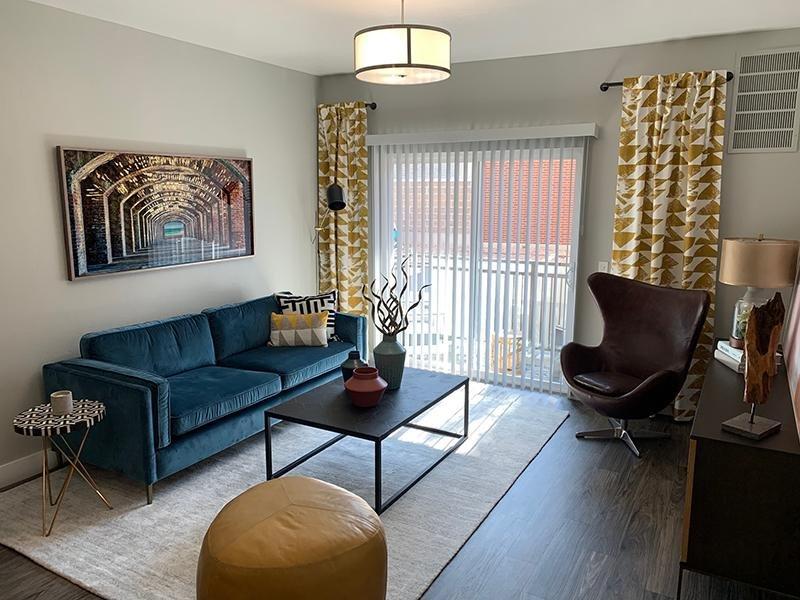 Living Room   644 City Station