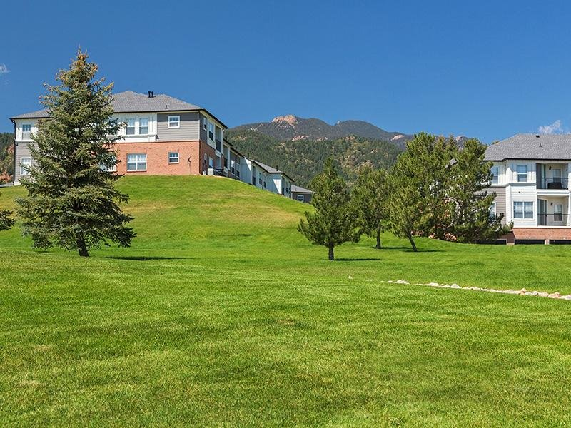 Landscaped Grounds | The Retreat at Cheyenne Mountain Apartments in Colorado Springs CO