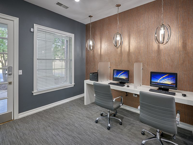Business Center | Retreat at Cheyenne Mountain Apartments