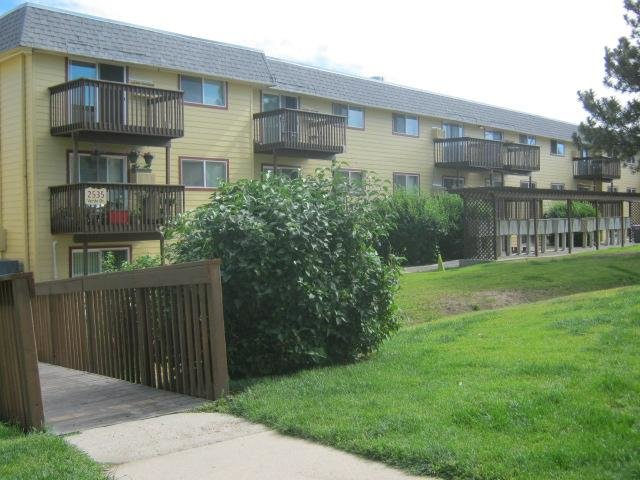 Mountain Ridge Affordable Apartments In Colorado Springs Co