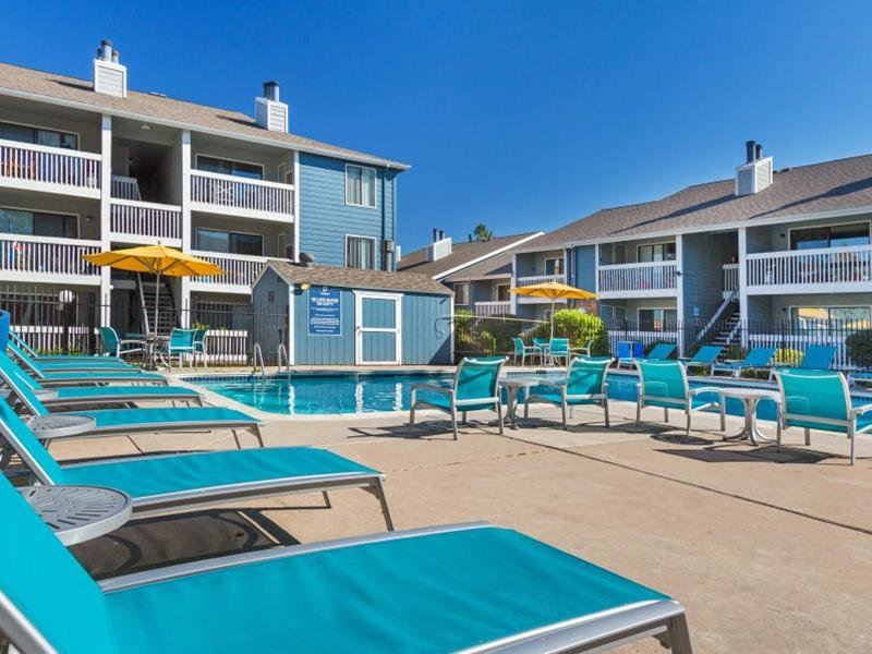 Pool Side | The Preserves at City Center Apartments in Aurora, CO