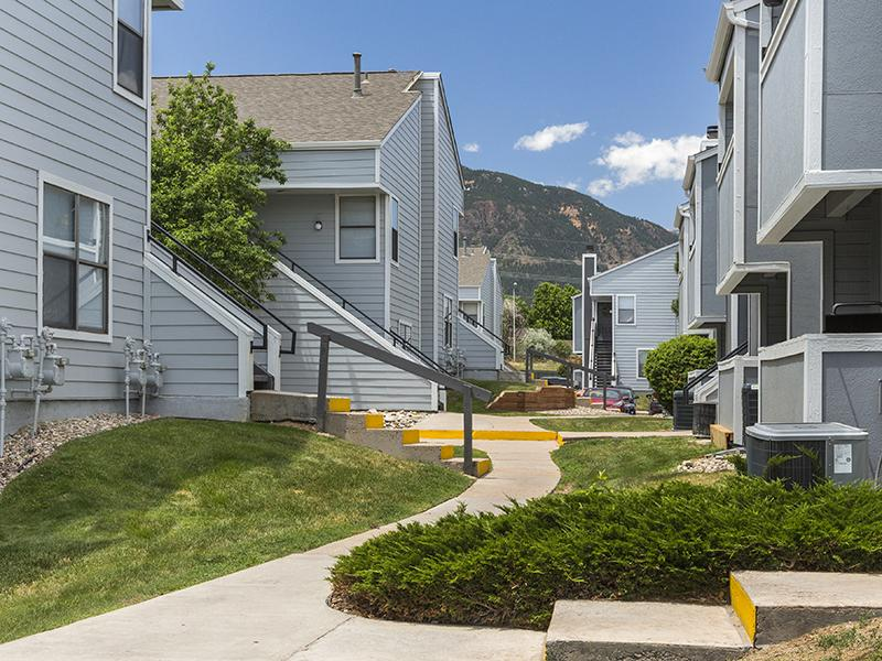 Exterior | Cheyenne Crest Apartments in Colorado Springs, CO