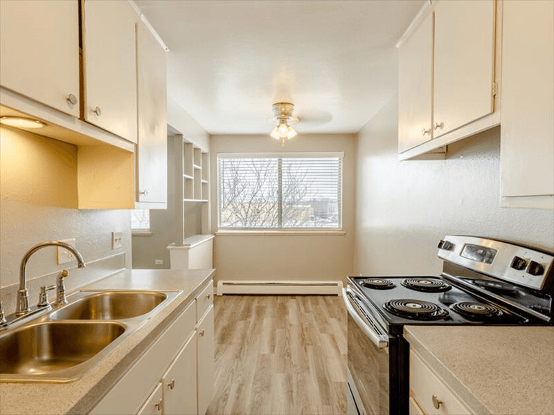 Kitchen | Continental Court