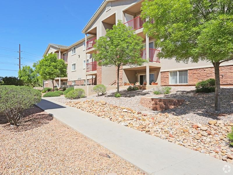 Oasis Palms Apartments | Beautifully Landscaped