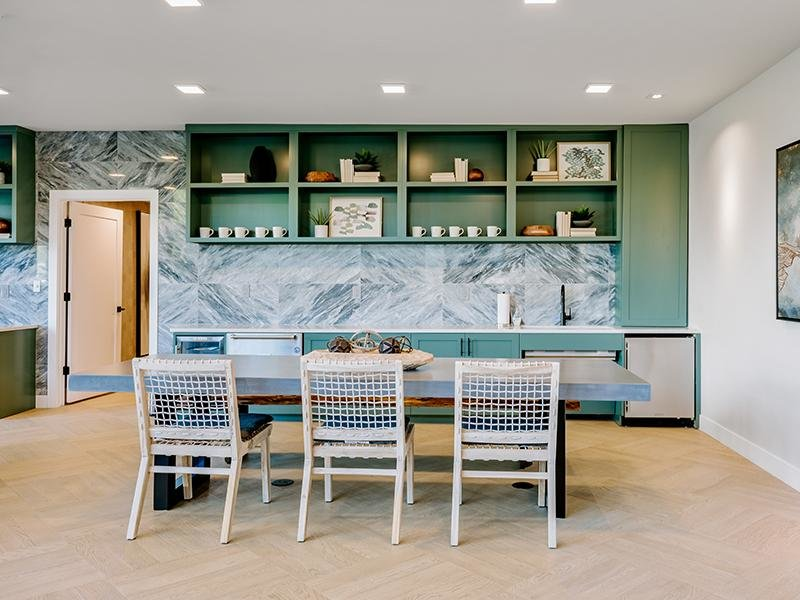 Clubhouse Dining Area | Kallisto at Bear Creek Apartments in Lakewood, CO