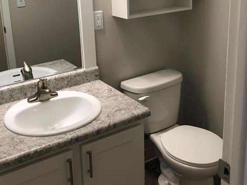 Bathroom | Eagle Crest Apartments