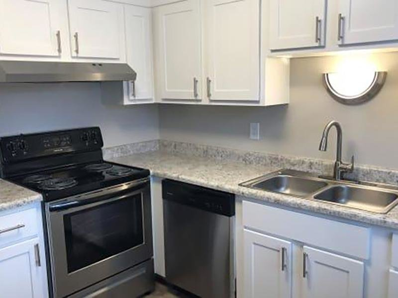 Renovated Kitchen | Eagle Crest Apartments