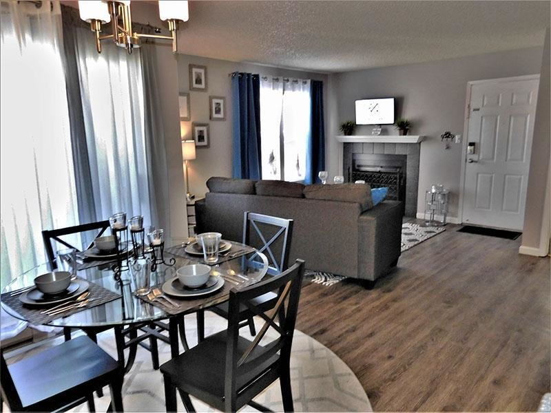 DiningRoom | Cheyenne Crossing Apartments