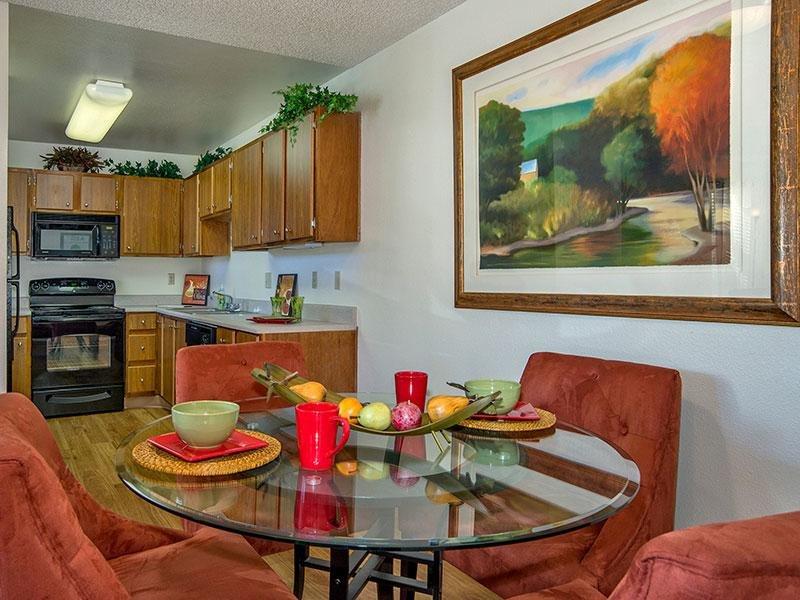Living Room | Cheyenne Crossing Apartments