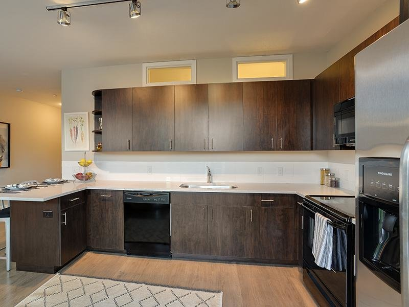 Kitchen | Crystal Counter Tops | Boulder View