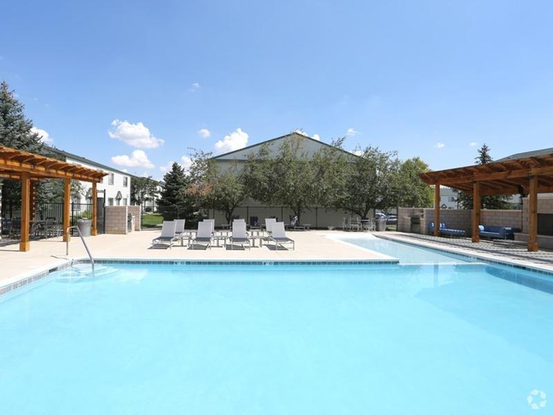 Swimming Pool    Sunset Ridge Apartments
