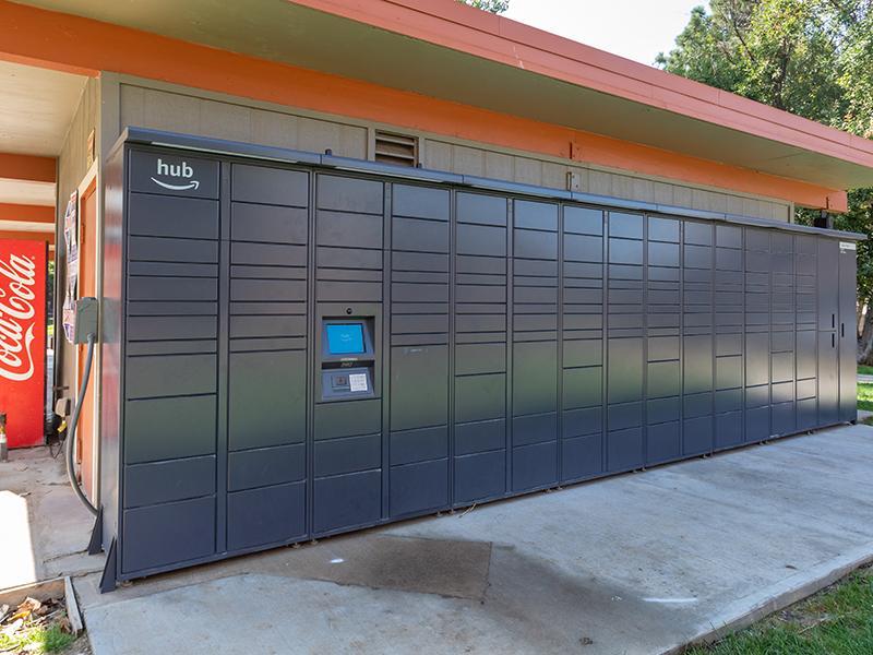 Amazon Lockers   Cedar Run Apartments