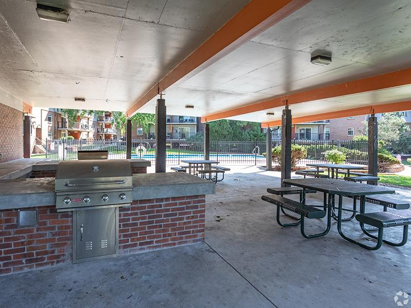 Exterior Picnic Area | Cedar Run Apartments