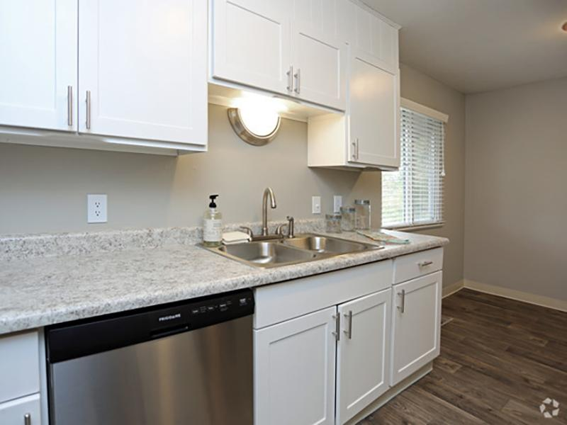 Kitchen | Forest Cove Apartments for rent