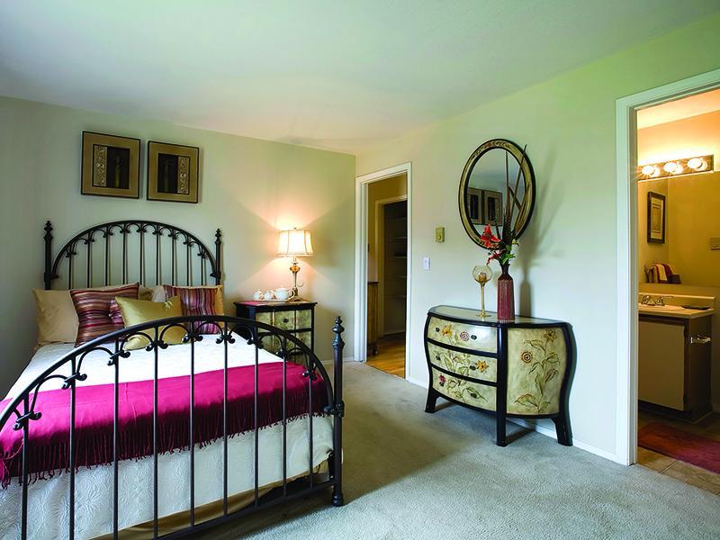 Master Bedroom - Luxury Apartments - Colorado