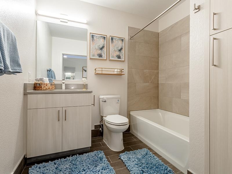 Bathroom | 1600 Hoyt