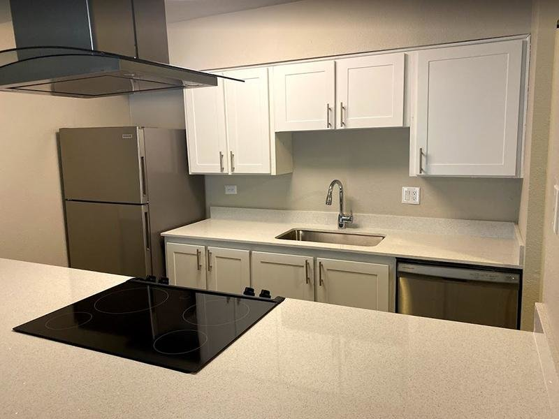 Kitchen | Falcon Run Apartments in Englewood, CO