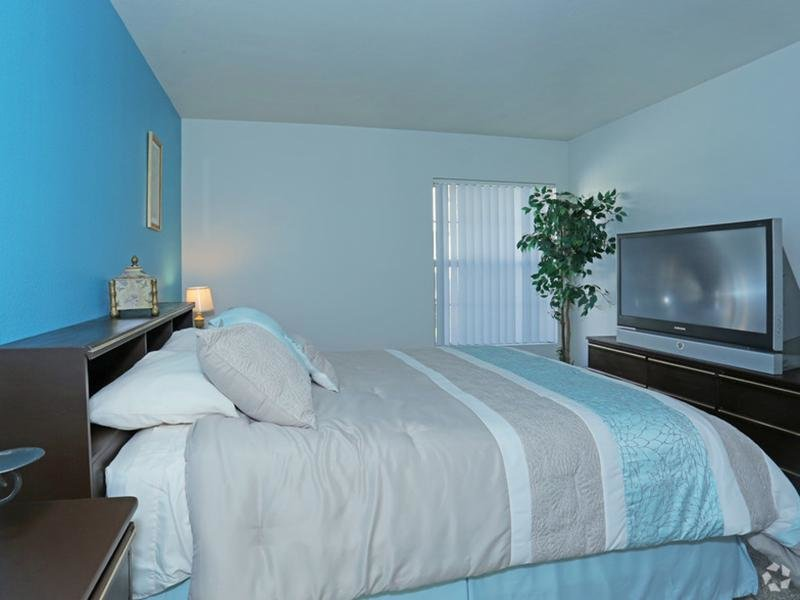 Bedroom - Somerset Commons - Las Vegas NV