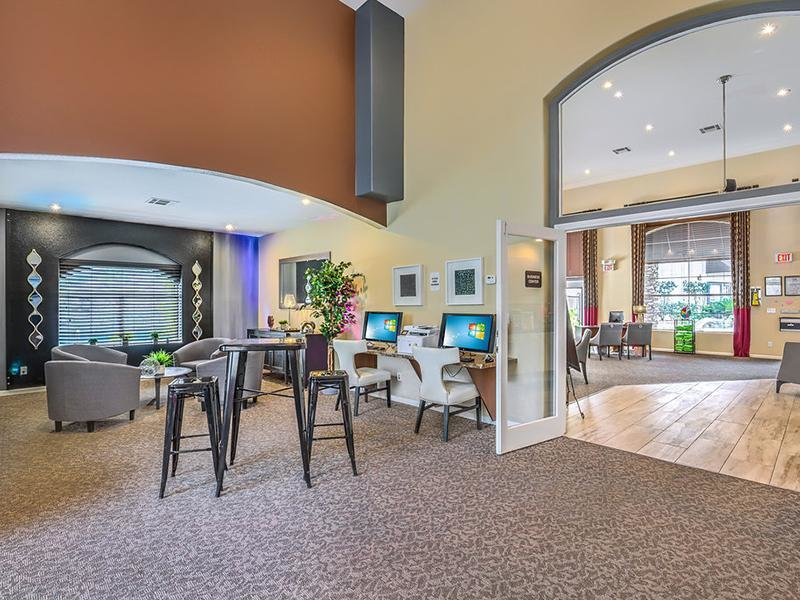 Clubhouse | Business Center | The Avondale