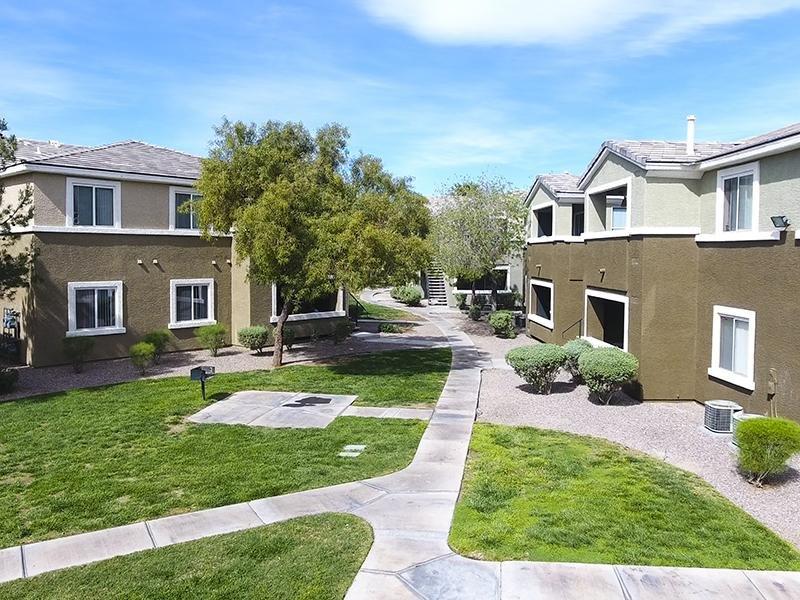Courtyard    Silver Creek Apartments