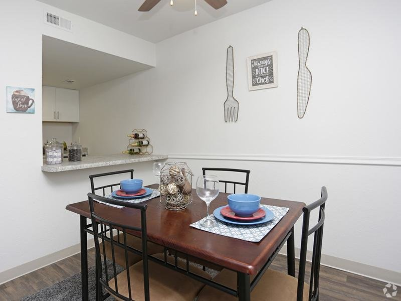 Dining Area | Holladay on Ninth Apartments