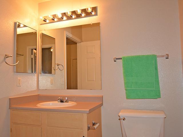 Bathroom   Lindsay Palms Apartments